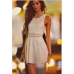 Free people white daisy dress ASO Taylor Swift!